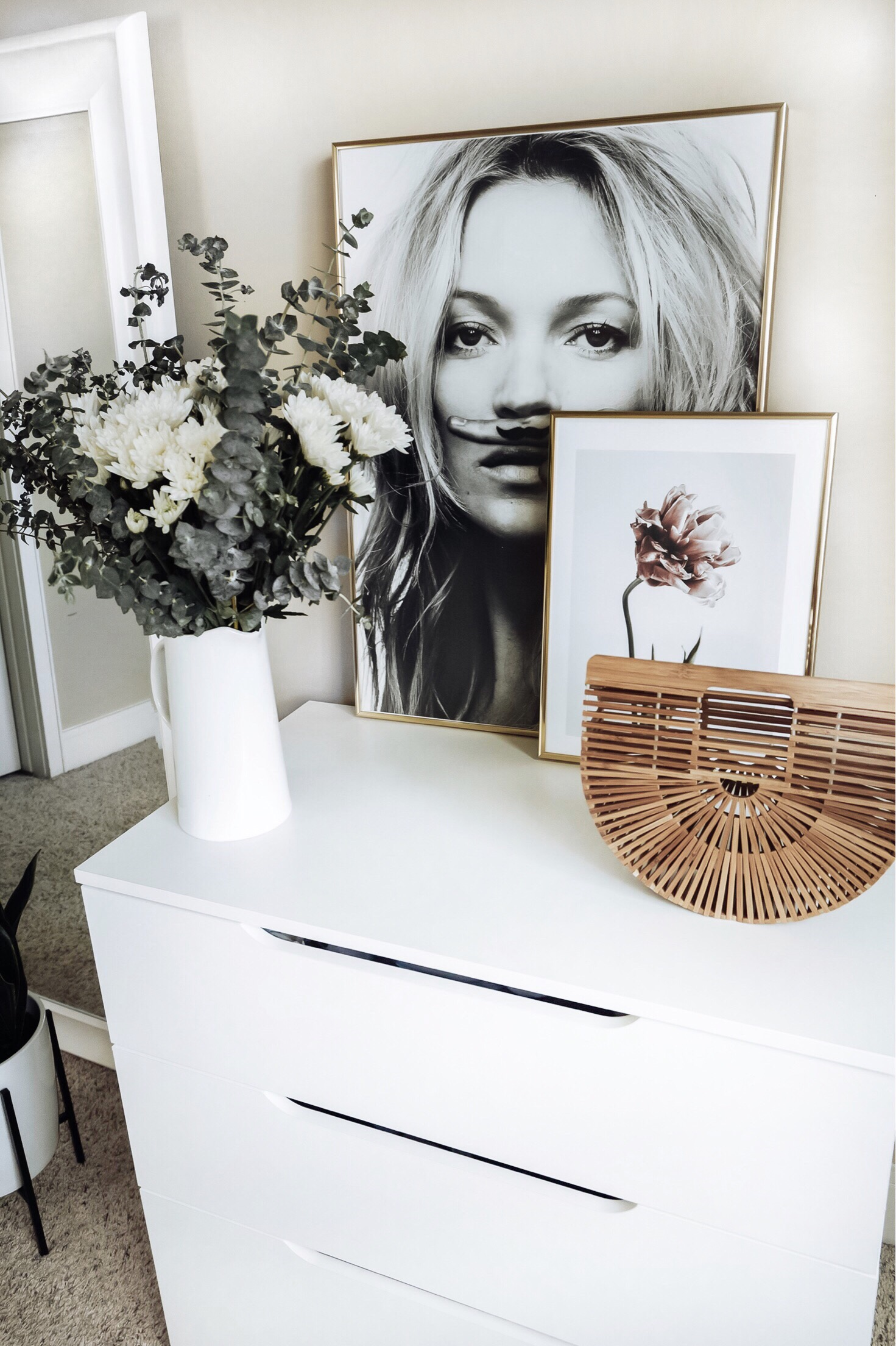 Tiffany Jais Houston fashion and lifestyle blogger | Friday feels | Deseno art prints Kate Moss, Life is a joke print | Pink Tulip Print, home decor  |