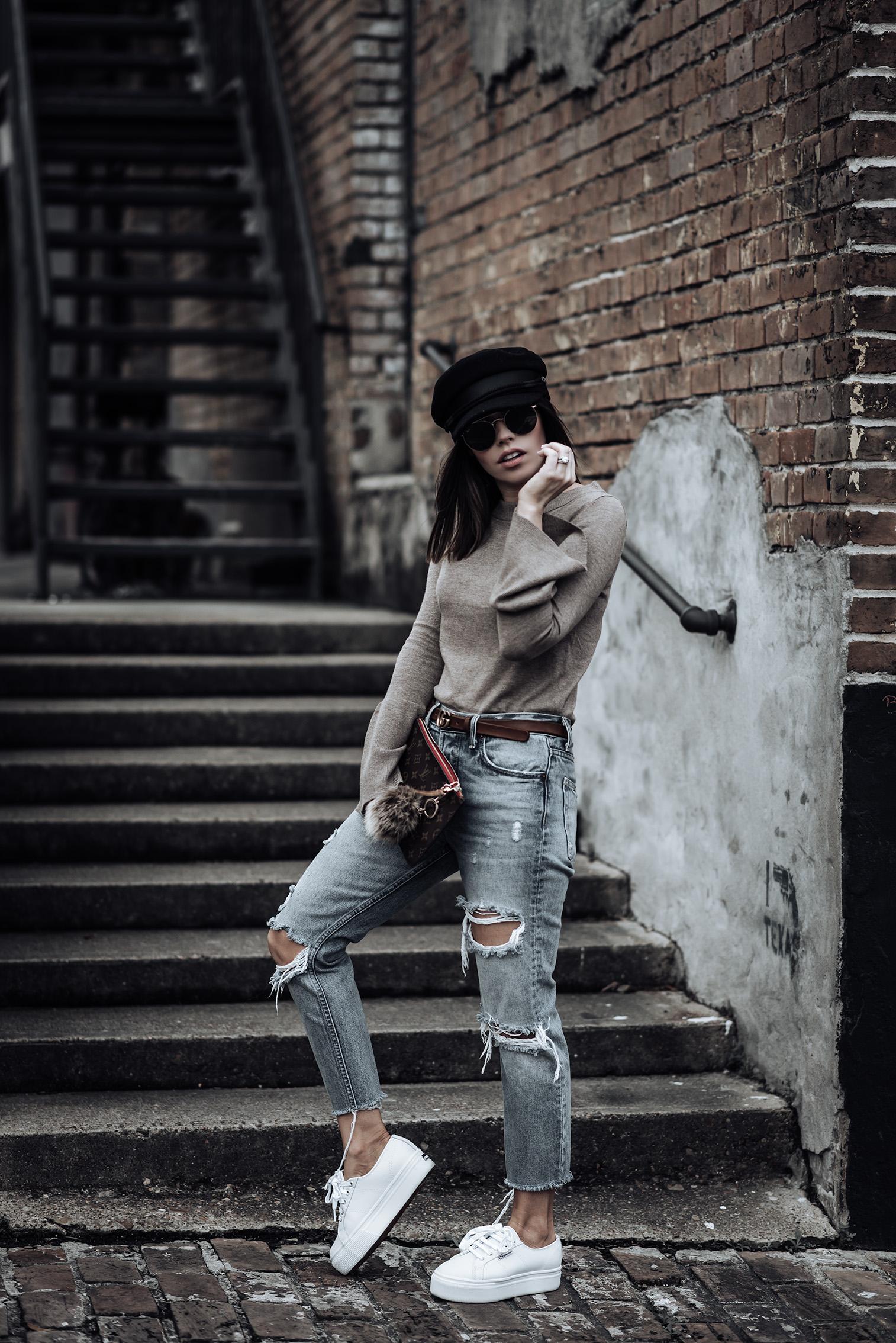Trend report - The accessories edition | Trumpet Sleeve Sweater | Fiddler Cap | Karolina GRLFRND Denim | Brown Gucci Belt | Supergra Platform Sneakers |