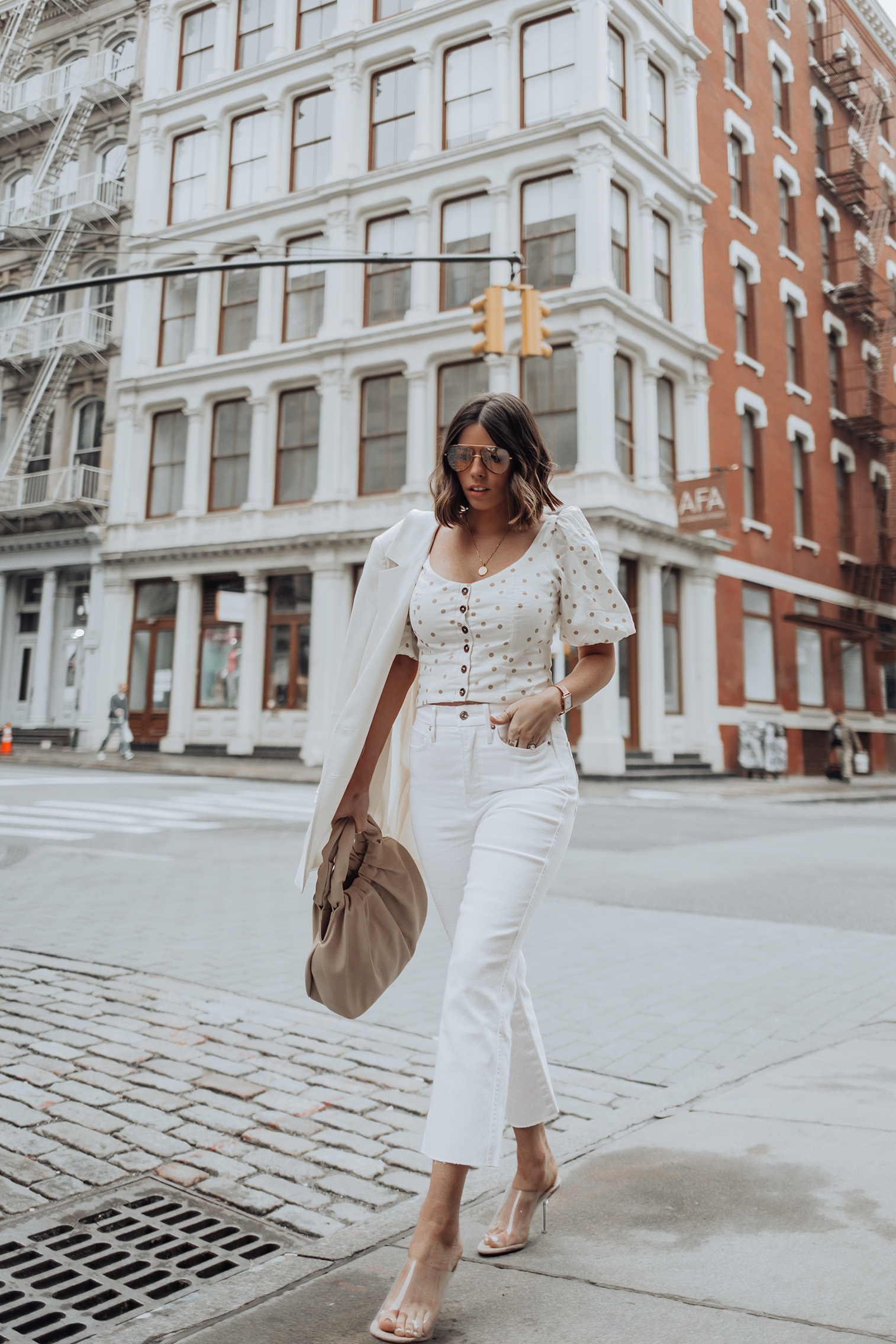 Happy Friday loves! Cutting straight to the chase and filling you guys in on the best pair of white denim jeans I've ever owned. Yep, you heard me correctly. The best EVER! Good American jeans have been around for a few years and honestly I wasn't immediately drawn to the brand. But I saw this exact pair of jeans on a blogger friend and thought they looked really fab. So I took the bait (yes happens to the best of us) and made the purchase.
