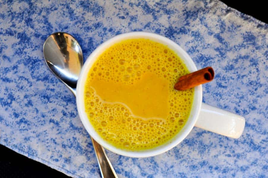 This Warm Turmeric Cinnamon Milk can help to boost your immune system and even help you sleep! Golden Milk. |www.flavourandsavour.com
