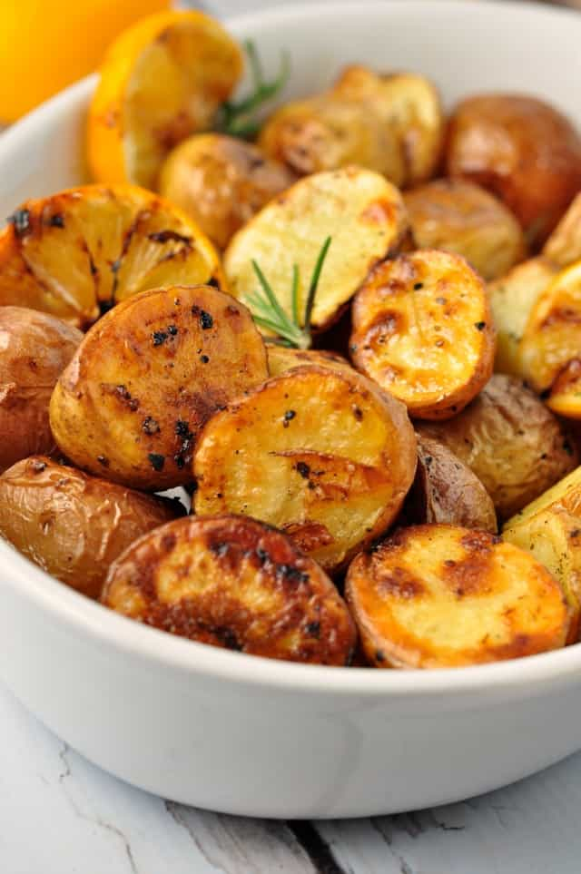 Crispy Lemon Oven-Roasted Potatoes |www.flavourandsavour.com