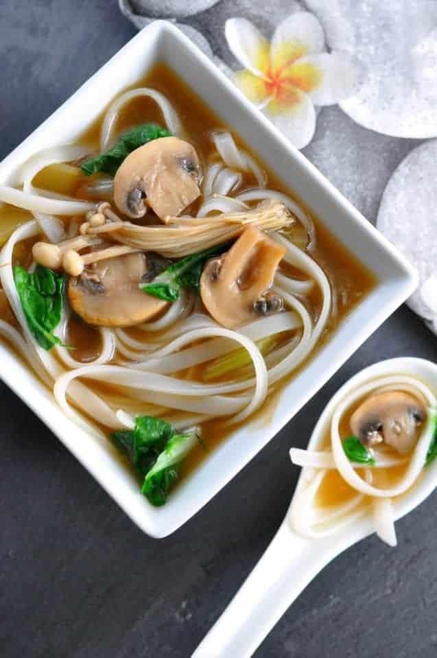 https://i1.wp.com/www.flavourandsavour.com/wp-content/uploads/2015/01/miso-soup-1.jpg