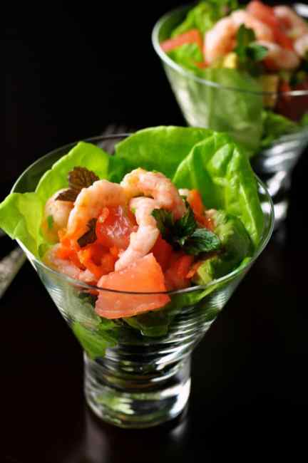Shrimp Salad with Grapefruit and Mint |www.flavourandsavour.com