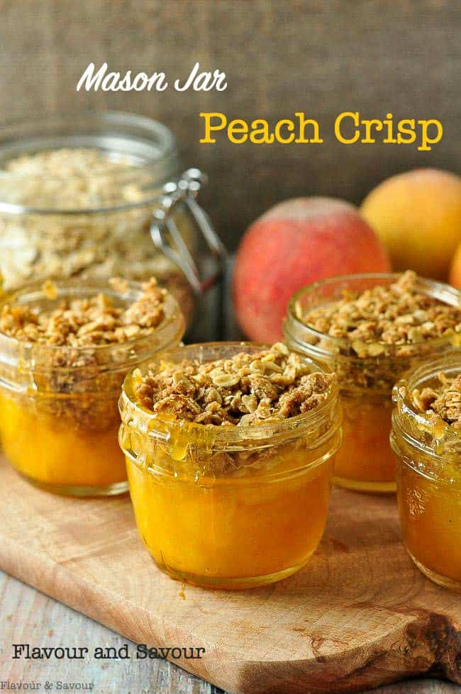 Mason Jar Peach Crisp. Naturally sweet peaches and a crunchy gluten-free topping. Perfect for camping or for your packed lunch. #masonjar #dessert #peach #crumble #crisp #picnic #camping