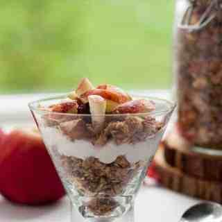 How to Make Apple Cinnamon Granola. |www.flavourandsavour.com
