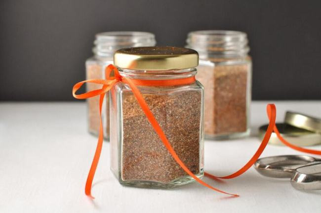 How to Make Taco Seasoning Mix in less than 5 minutes.  www.flavourandsavour.com
