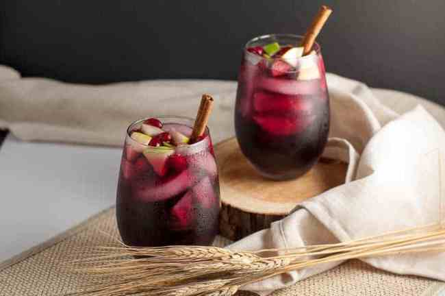 Super simple Cranberry Apple Cider Sangria. Red wine, Triple Sec, cranberry and apple juice make a crowd-pleasing drink for any season. |flavourandsavour.com