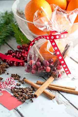 Simmering Holiday Potpourri--made in your slow cooker.