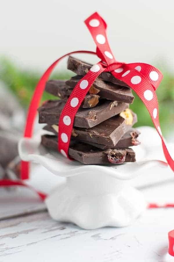 Cranberry Pistachio Chocolate Bark. Easy 3-ingredient recipe that takes only minutes to make. Makes a hostess gift or stocking stuffer! Post includes more homemade gifts from the kitchen.