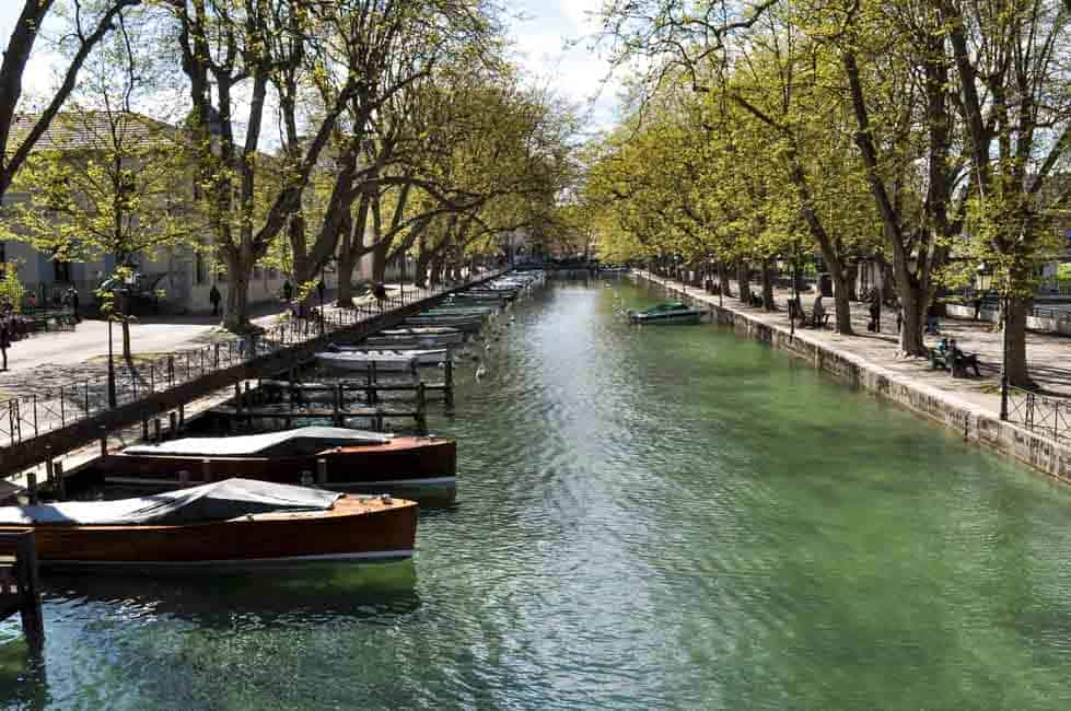 6 Things to Do in Annecy, France . Travel tips and suggestions for activities, restaurants and accommodation. |www.flavourandsavour.com