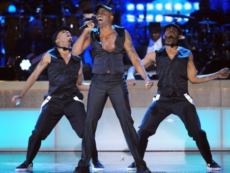 020814-shows-honors-show-highlights-wayne-brady-performs