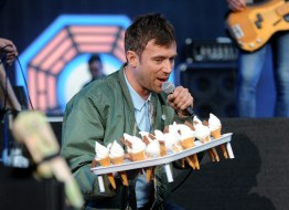 LONDON, ENGLAND - JUNE 20: SUN NEWSPAPER OUT. MANDATORY CREDIT PHOTO BY DAVE J. HOGAN GETTY IMAGES REQUIRED Damon Albarn of Blur performs at the British Summer Time 2015 at Hyde Park on June 20, 2015 in London, England. (Photo by Dave J Hogan/Getty Images) *** Local Caption *** Damon Albarn