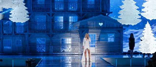 fashion-show-2015-musical-performer-ellie-goulding-3-victorias-secret