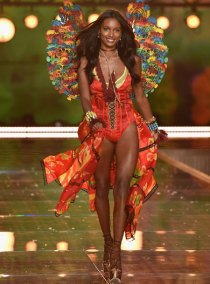 fashion-show-runway-2015-boho-psychadelic-jasmine-look-3-victorias-secret