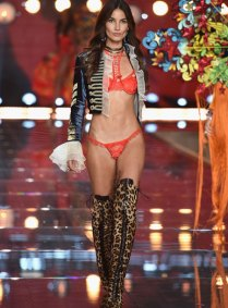 fashion-show-runway-2015-boho-psychadelic-lily-look-2-victorias-secret