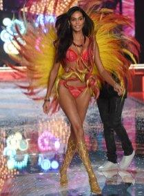 fashion-show-runway-2015-fireworks-joan-look-5-victorias-secret
