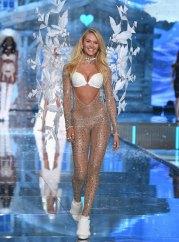 fashion-show-runway-2015-ice-angels-candice-look-1-victorias-secret