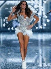 fashion-show-runway-2015-ice-angels-izabel-look-7-victorias-secret