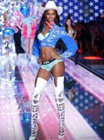 fashion-show-runway-2015-pink-usa-leila-look-7-victorias-secret