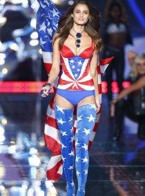 fashion-show-runway-2015-pink-usa-taylor-look-1-victorias-secret