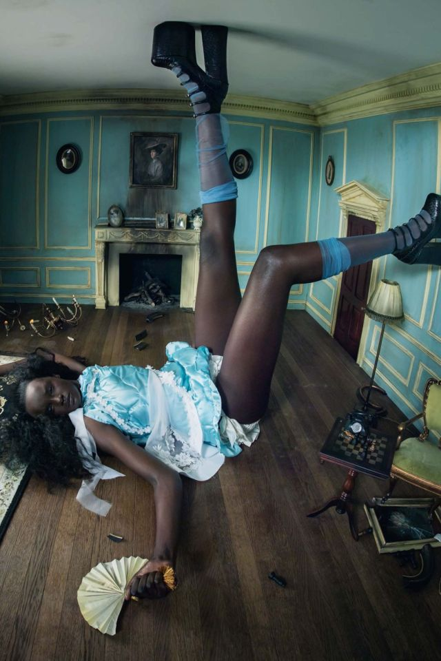 Duckie Thot as Alice