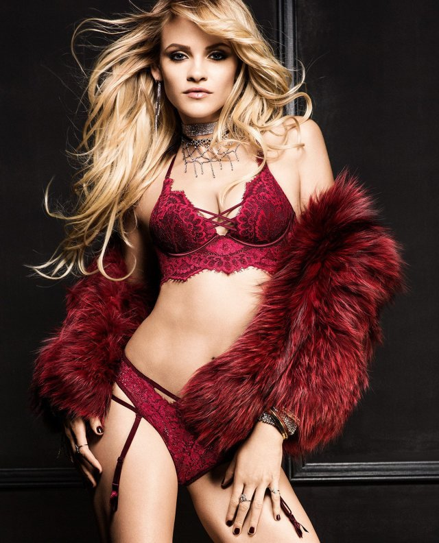Ginta Lapina strips for La Senza 10