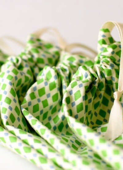A Fat Quarter and Fifteen Minutes: Four Favor Bags