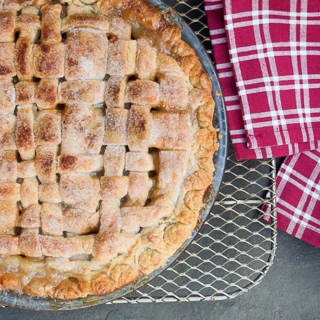Classic Double Crusted Apple PIe with Video Tutorial ...