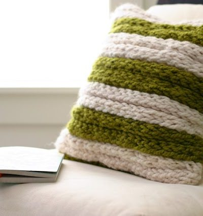 A Chunky Throw Pillow – a Fabulous Finger-Knitting Project