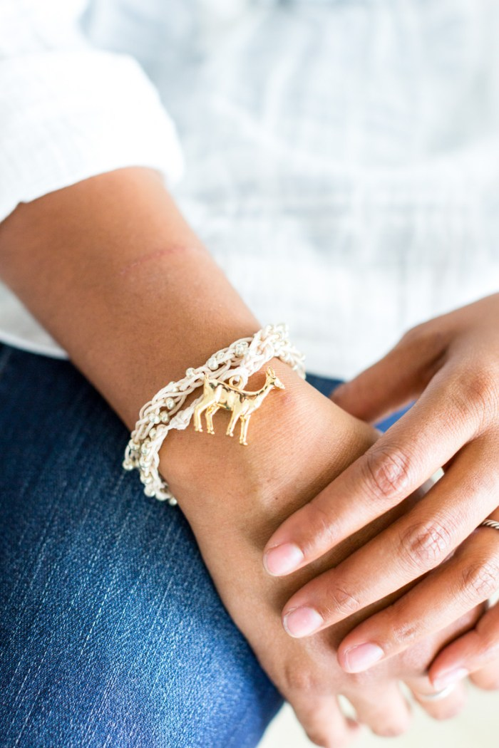 DIY to make this lovely finger knit bracelet!