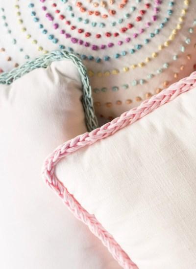 New! DIY Finger Knitting Trimmed Pillow