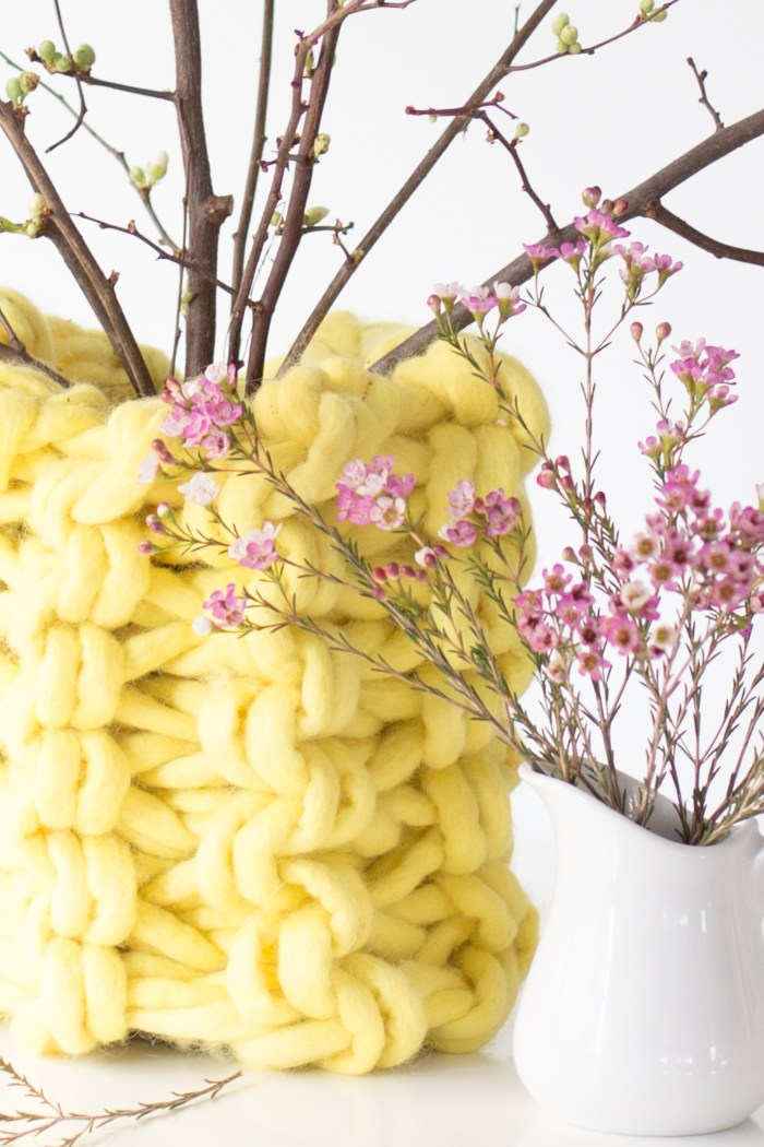 Amazing DIY Arm Knit Chunky Vase Pattern by Anne Weil of Flax & Twine