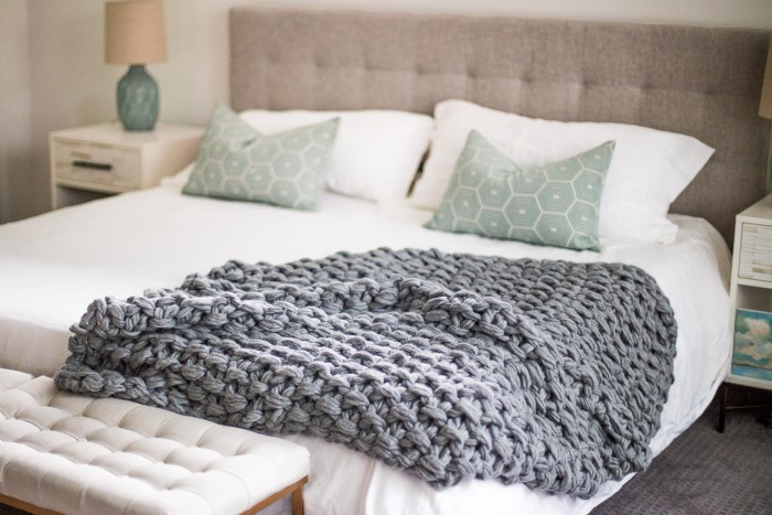 Arm Knit Seed Stitch Blanket Pattern by Anne Weil of Flax & Twine