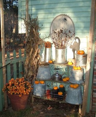 Di-Ellen's fall display,...orange and galvanized just go,...don't you think?