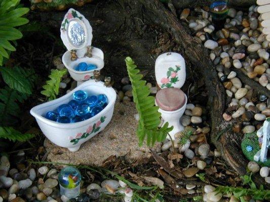 Brenda Schenck s small sized doll furniture. Fairy gardens  Your DIY tips   Flea Market Gardening