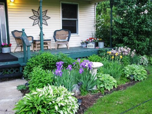 Catherine's traditional front porch flower bed