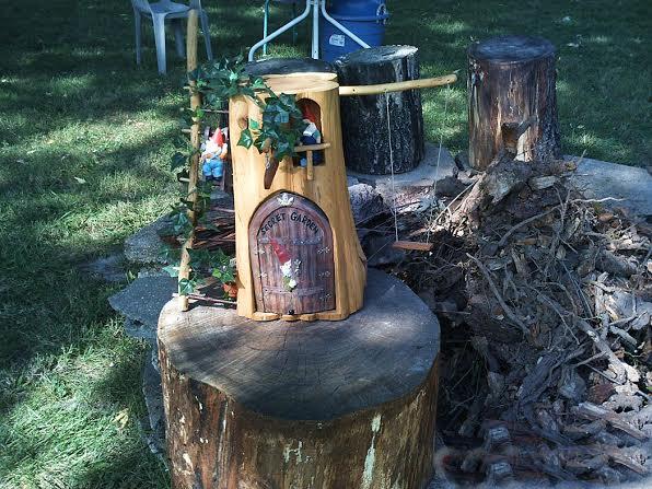 Make a cute gnome home from a log | Flea Market Gardening