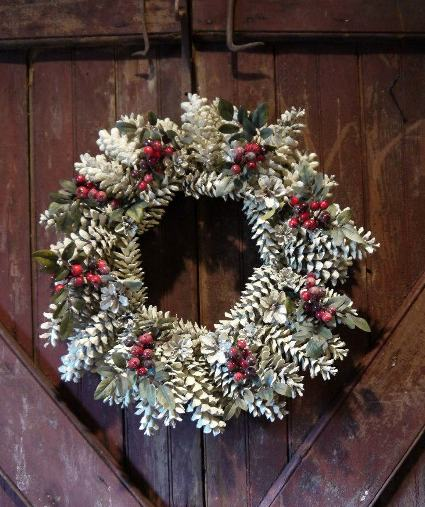 Annie Steen's frosty pinecone wreath