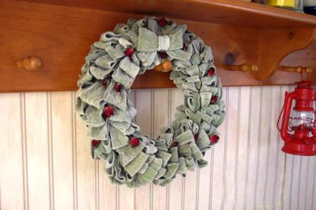 Jeannie Rhodes's lamb's ear wreath