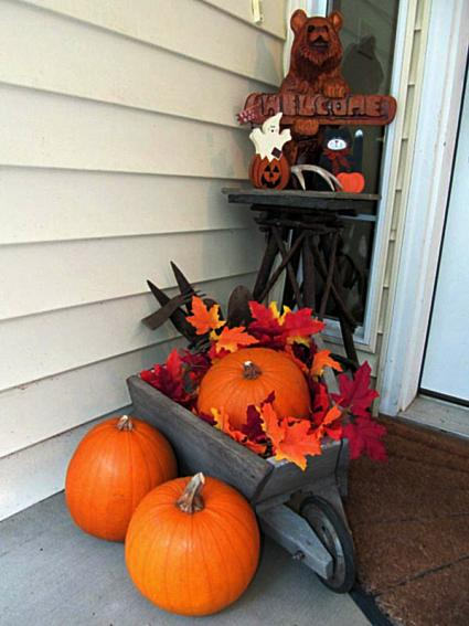 Kirk Willis's harvest themed entryway