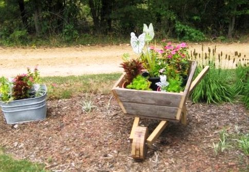 Debbie Miller shows a different view and the wheel constrction of her garden cart
