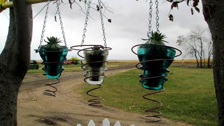 Creative Ways To Upcycle Vintage Springs For Spring Flea