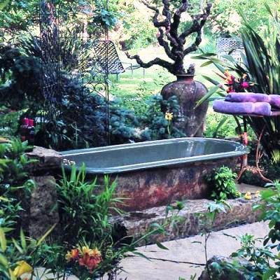 Bathing Beauties Repurposing Bathtubs In The Garden