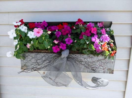 Shelley Novotny, of JunkArta, shows us some impatiens in a vintage metal toolbox with wire ribbon