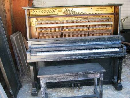 Karyn Courter's piano before
