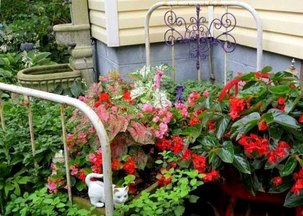 Marlene Kindred's quaint garden bed