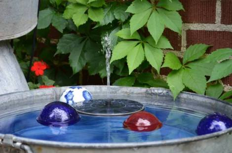 Blue fountain orbs