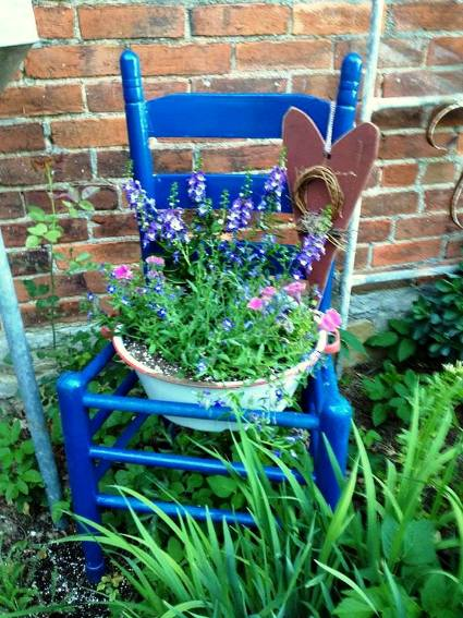 Perfectly painted garden chairs | Flea Market Gardening
