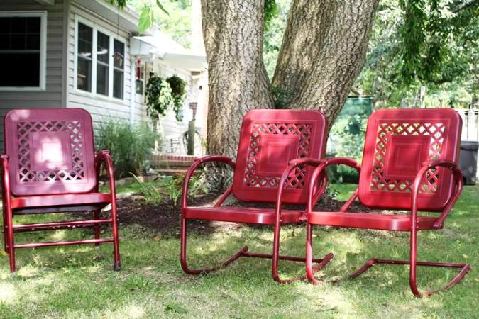 Karen Wilson's deep red chairs are classic Flea Market Gardening!