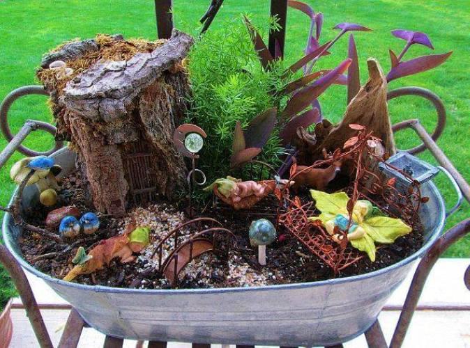 Linda Cahill's miniature bark house